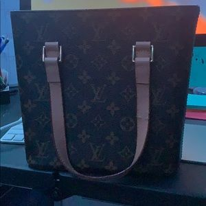 Medium Louis Vuitton purse!